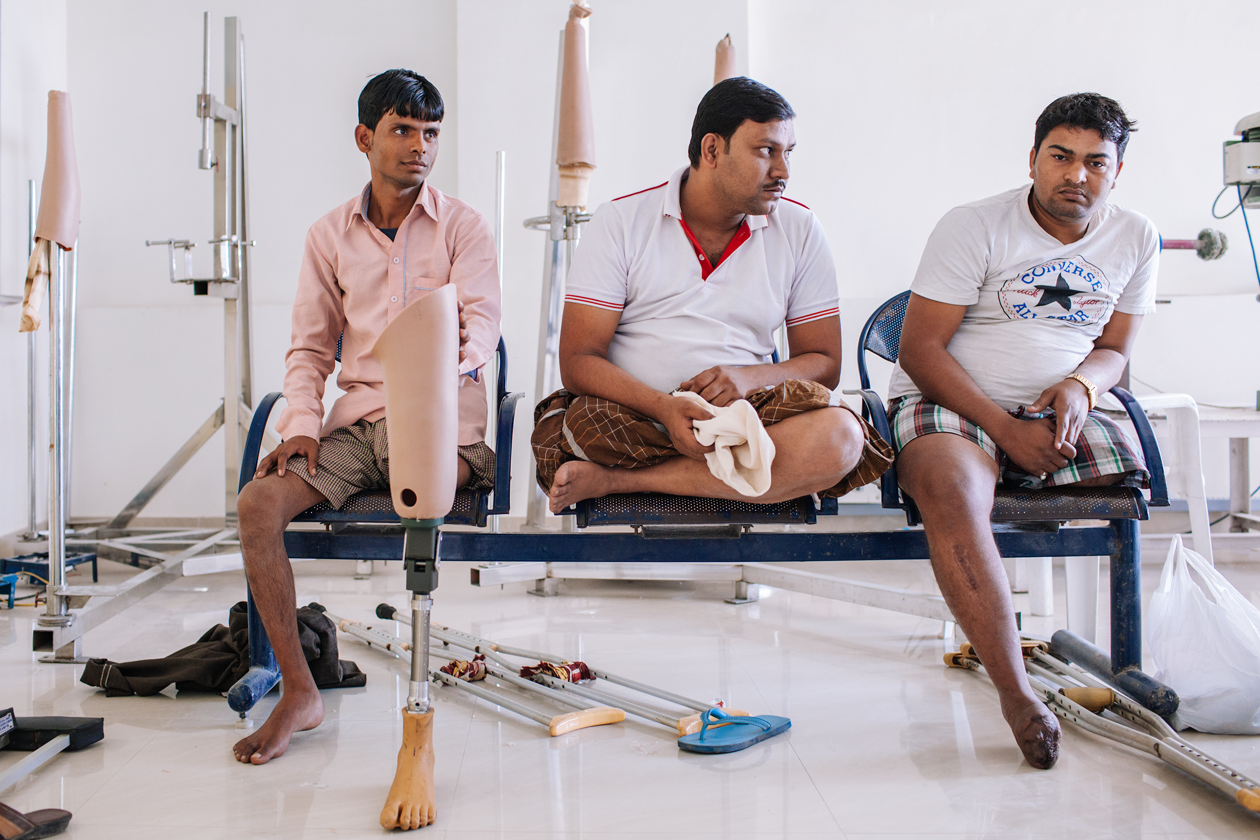 Patients wait for the measurements. BMVSS sees more cases as a result of accidents than illnesses. The organization provides artificial limbs, calipers, physical aids and assistance completely free of charge.
