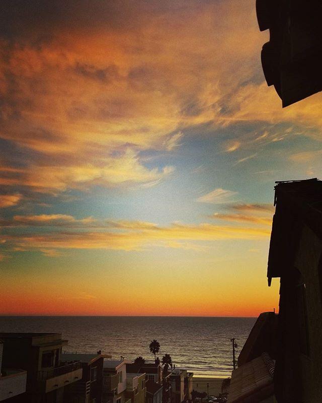 Do you even south bay brah?  #southbay #southbaylife #elporto #beachlife #sky #sunset #clouds