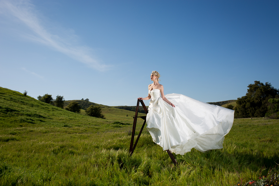 __christopher_TODD_studios_orangecountyweddingphotosweddingdresses4_low.jpg