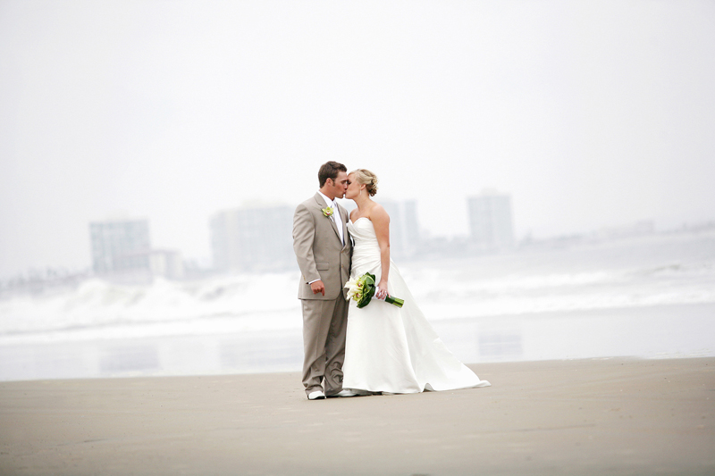Wedding photography by The Modern Picture.We are Michael and Melissa Petri, a husband and wife photography team based in California. We love that we work together and get to share our passion for life and photography with others. Capturing moments artistically and creating special memories.