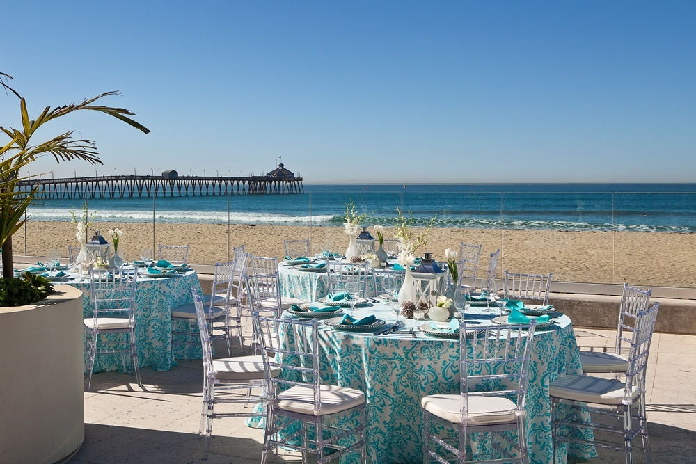 Beach Wedding - tablesetting blue.jpg