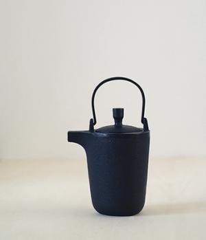Sankaku Teapot -Hisao Iwashimizu