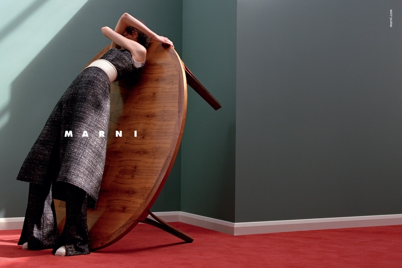 Marni-Fall-2015-Ad-Campaign02-800x1444.jpg