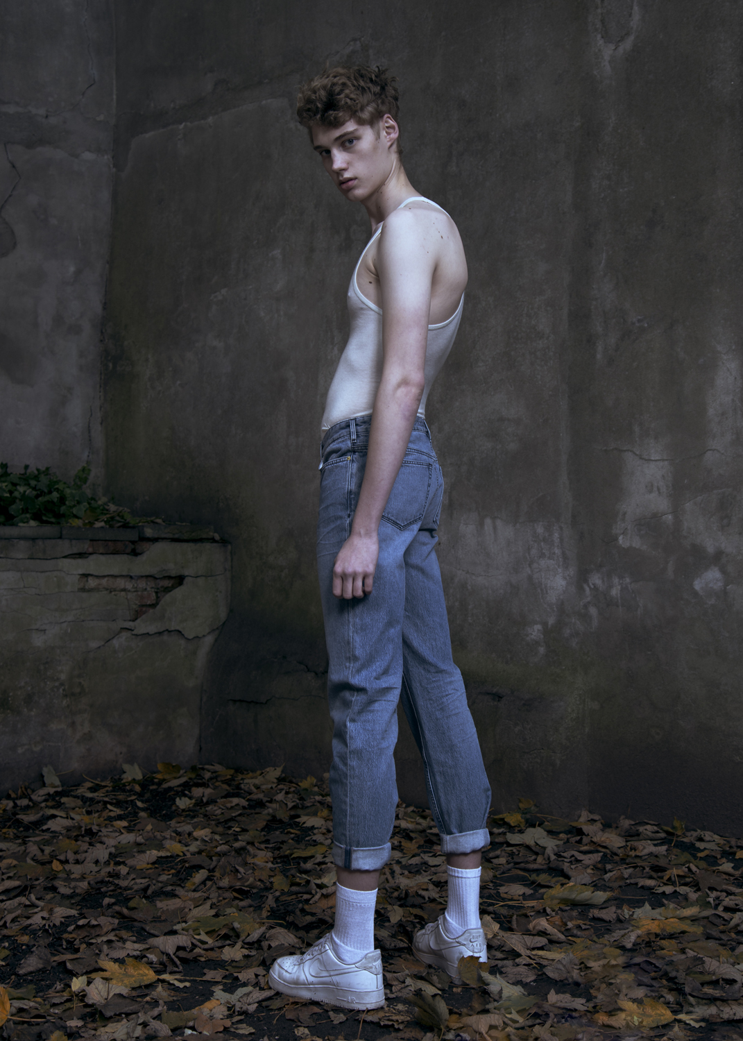 tank by CAN PEP REY / jeans by & OTHER STORIES / shoes by NIKE