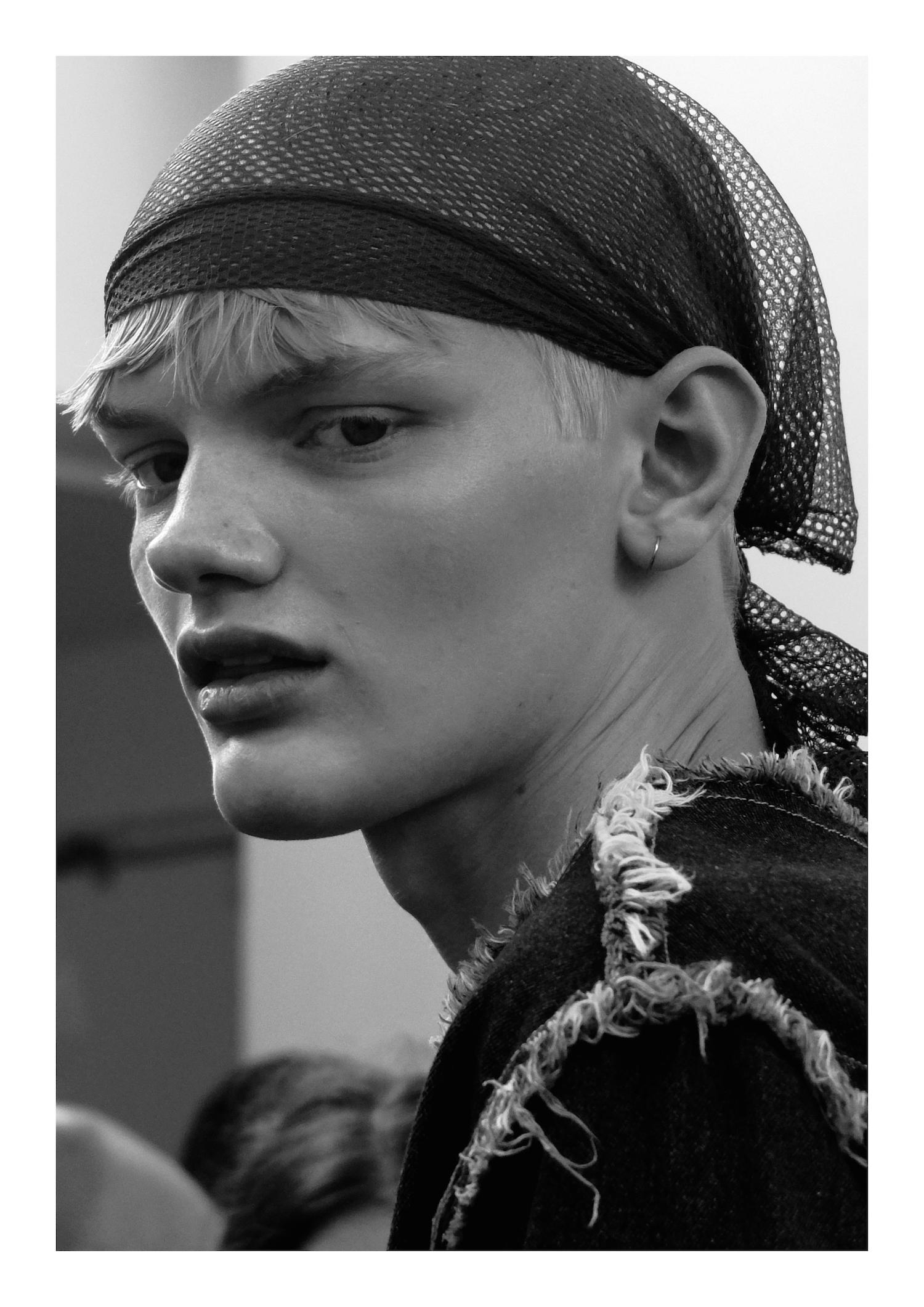Backstage_SS17_Paris_Lisa_Lapierre_Behind_The_Blinds_06.jpg