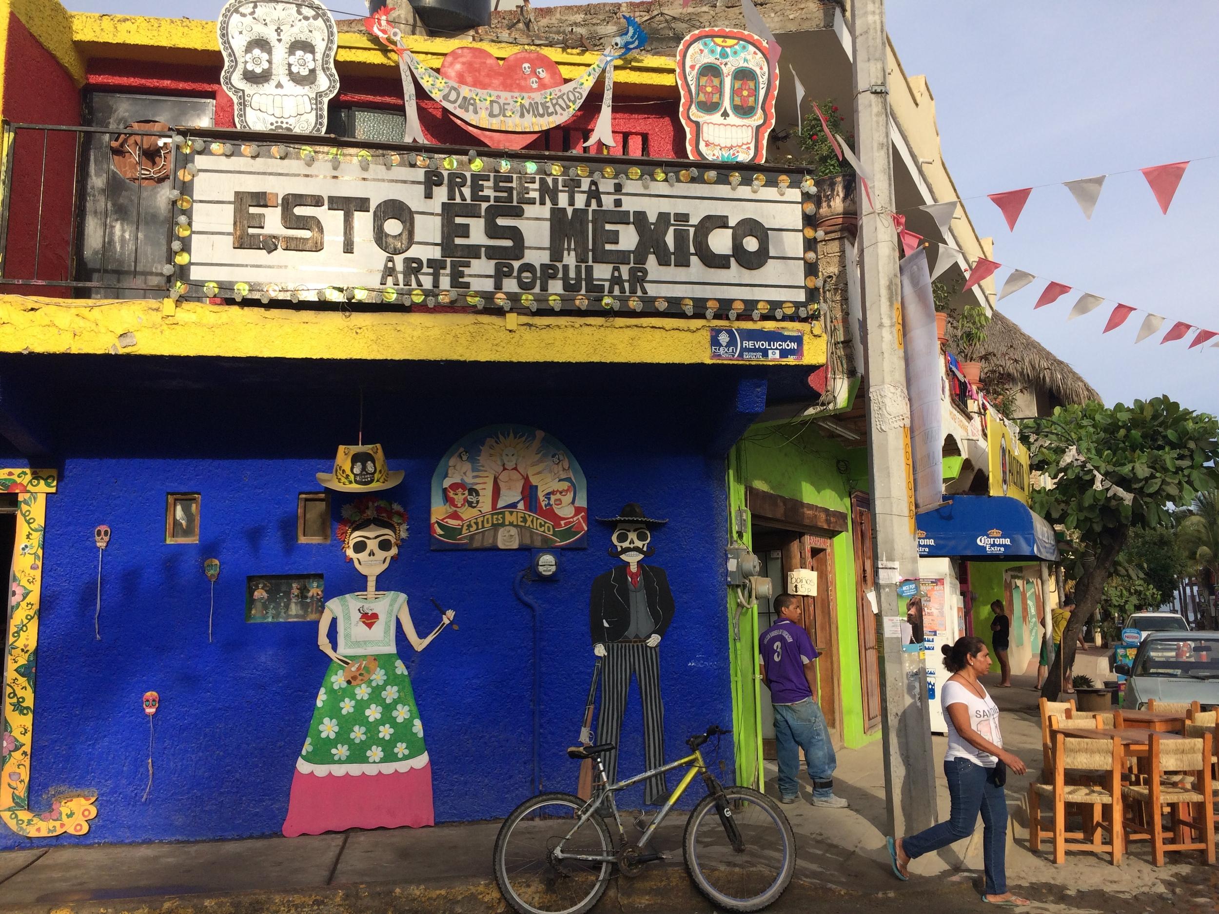 Sayulita sentrum. Mexicanere er glad i farger.