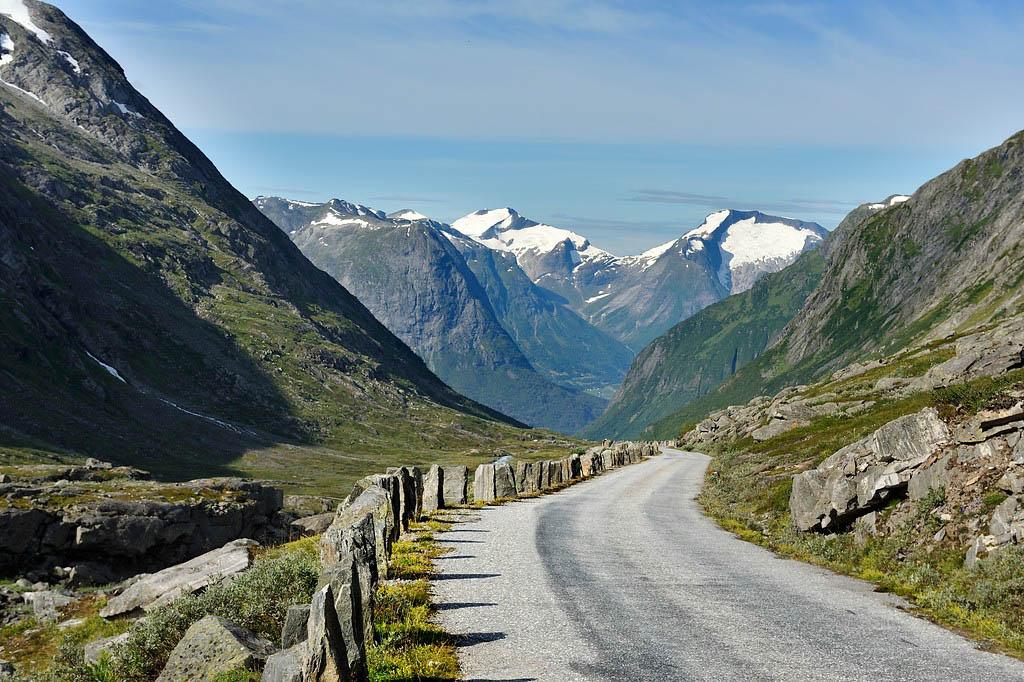 Over Strynefjellet kan du velge den Nasjonale turistveien Gamle Strynefjellsvei.Her i Videdalen.©Foto: Roger Ellingsen / Statens vegvesen