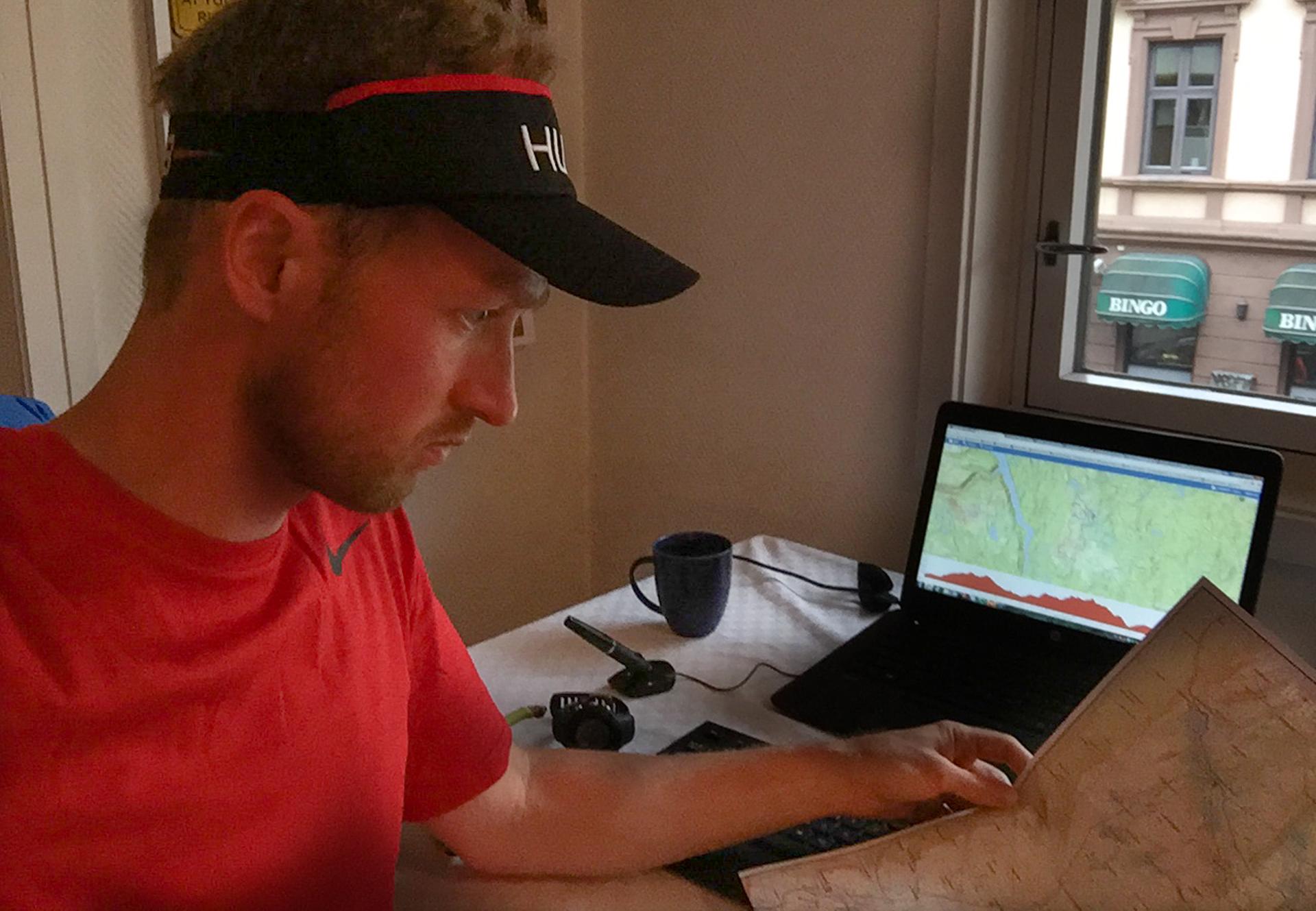 Dagen før løpet:    Jeg studerer løypebeskrivelsen. Flere steder finner jeg ikke noe sti på kartet der ruta skal være. Grunnen til det blir en overraskelse.