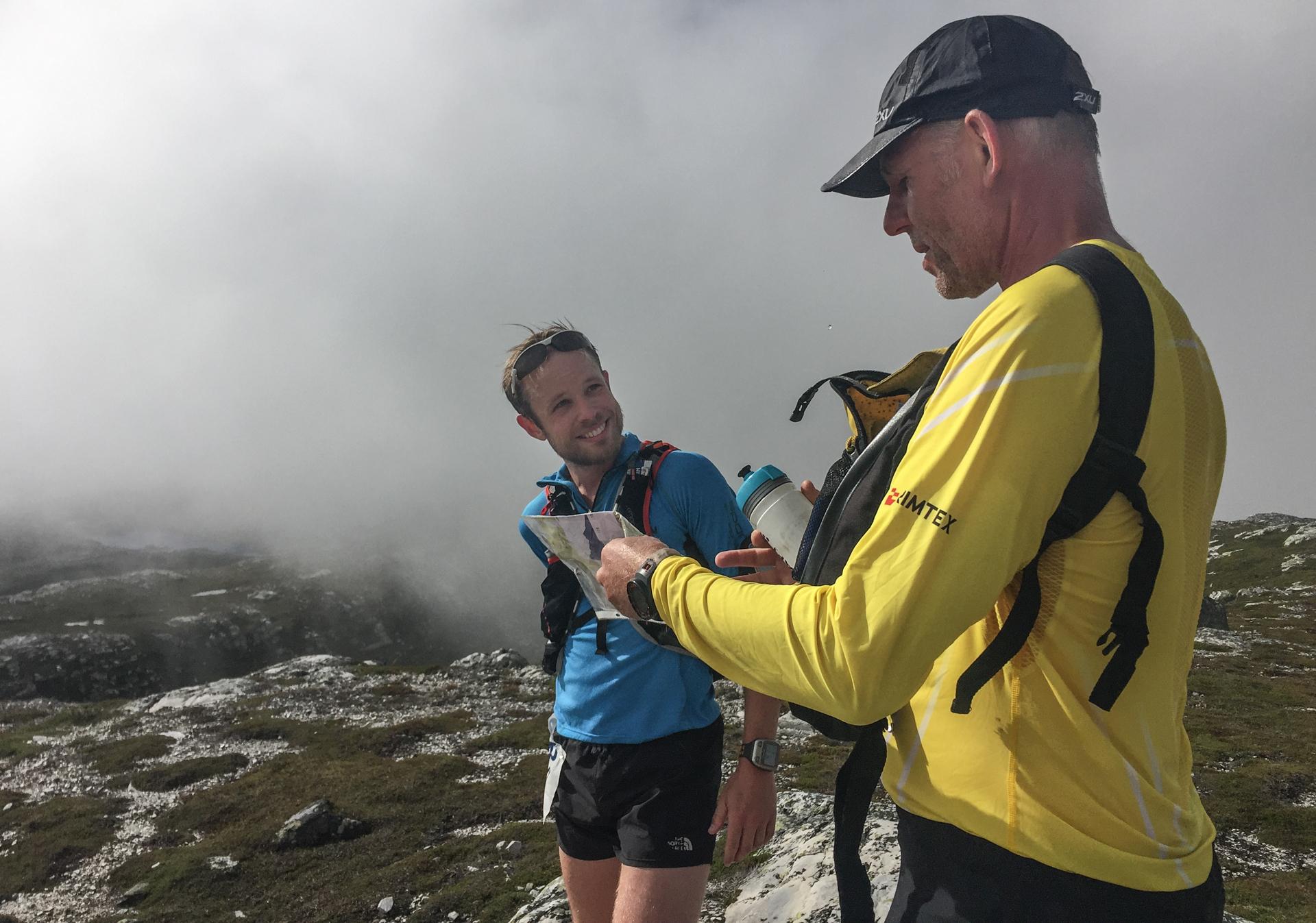 12 km er løpt og vi er oppe ved topp nr 2, Åklinuten, på 1246 moh.