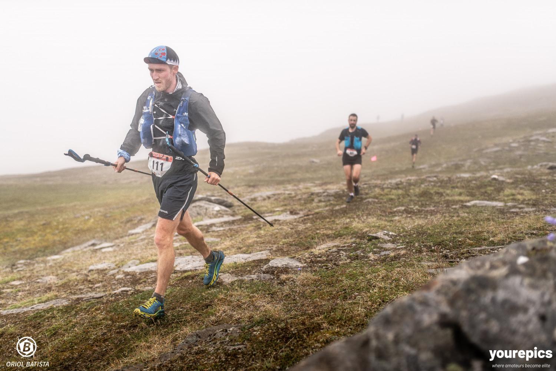 Her ser jeg litt prega ut, men smilet kom tilbake etterhvert. Foto: Jordi Saragossa/ Tromsø Skyrace.