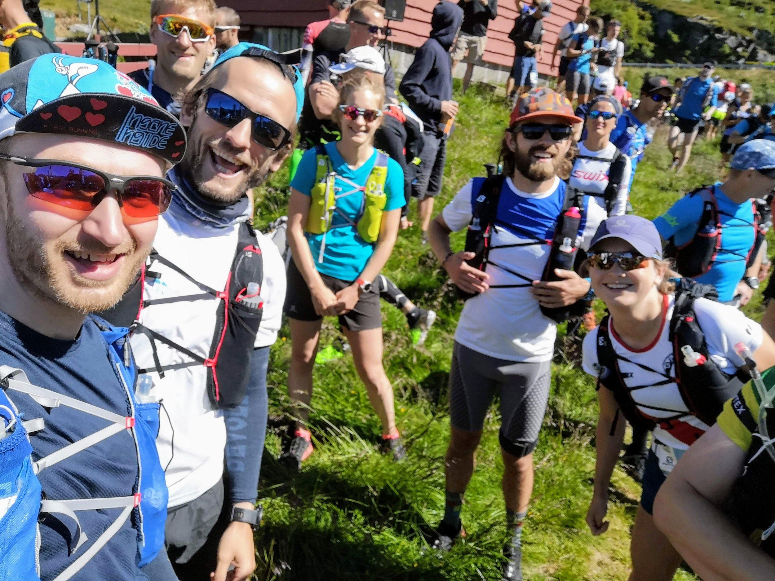 Fra venstre: Meg selv, Daniel Barth, Fredrik Storflor, Noëmi Ambauen, Tyler Jones og Molly Bazilchuck før starten på Turtagrø.