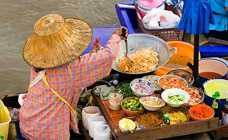 woman-preparing-thai-food-at-floating-market.jpg