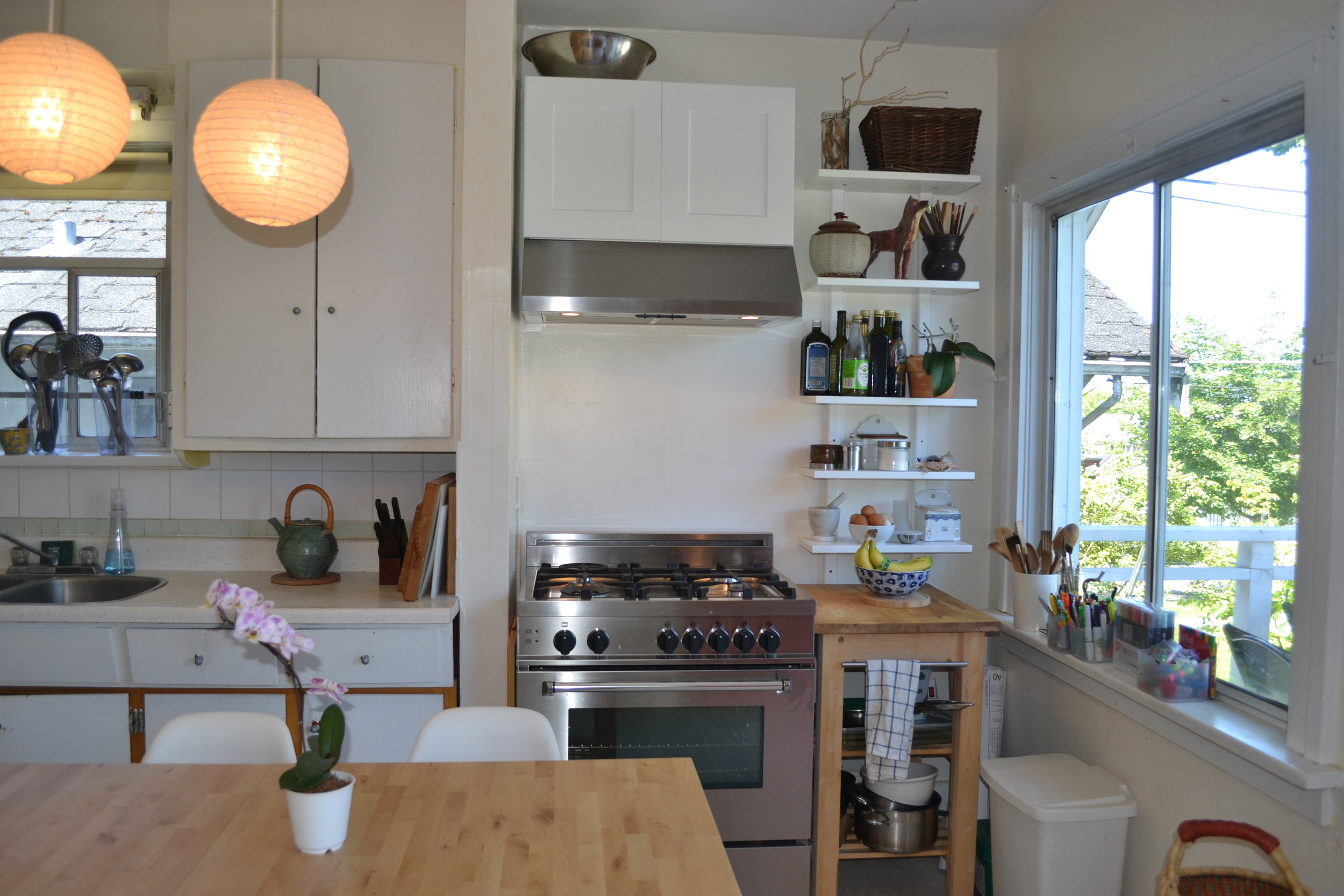 Our backpacker friendly kitchen.