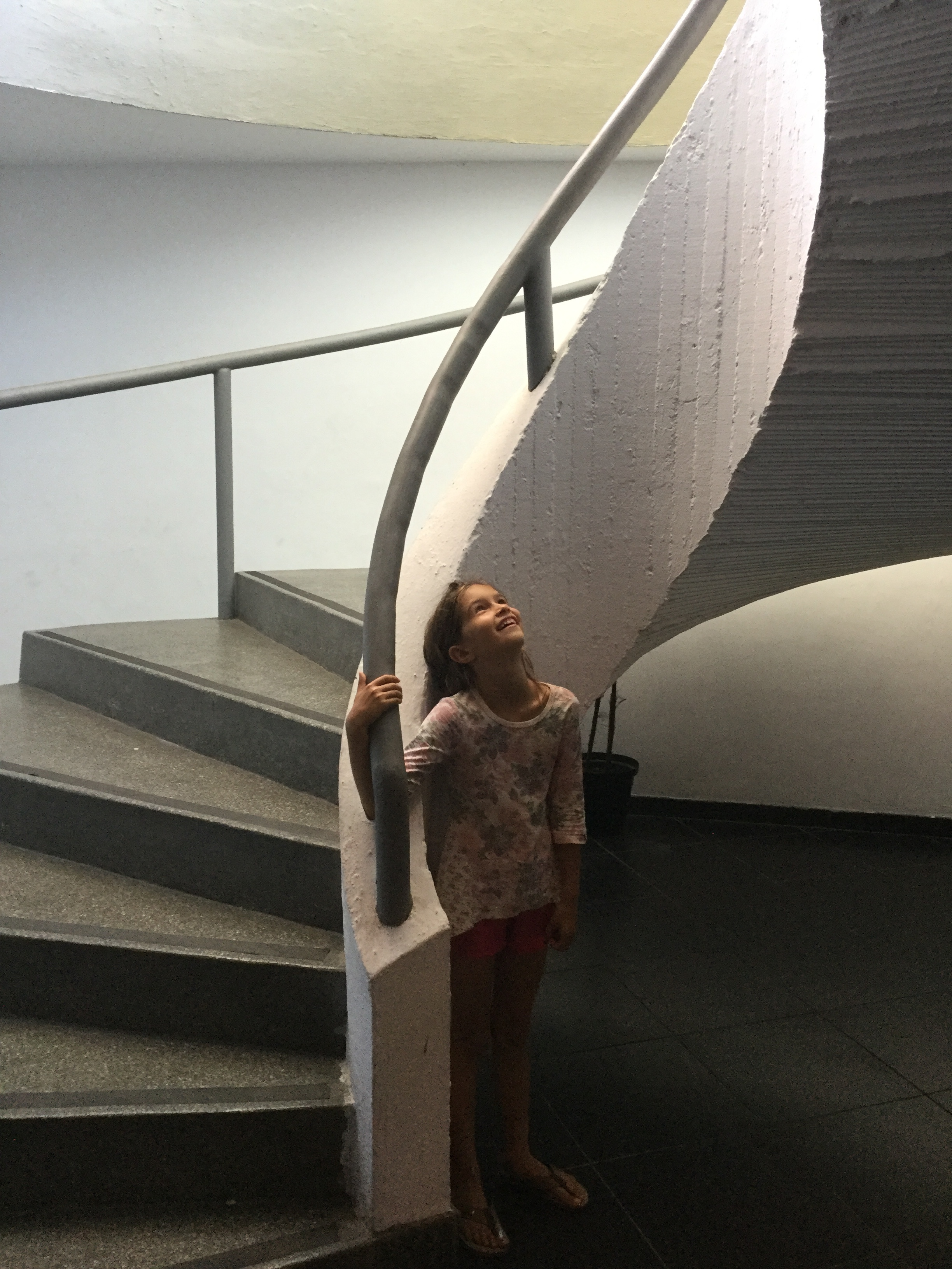 Lili at a Niemeyer staircase.