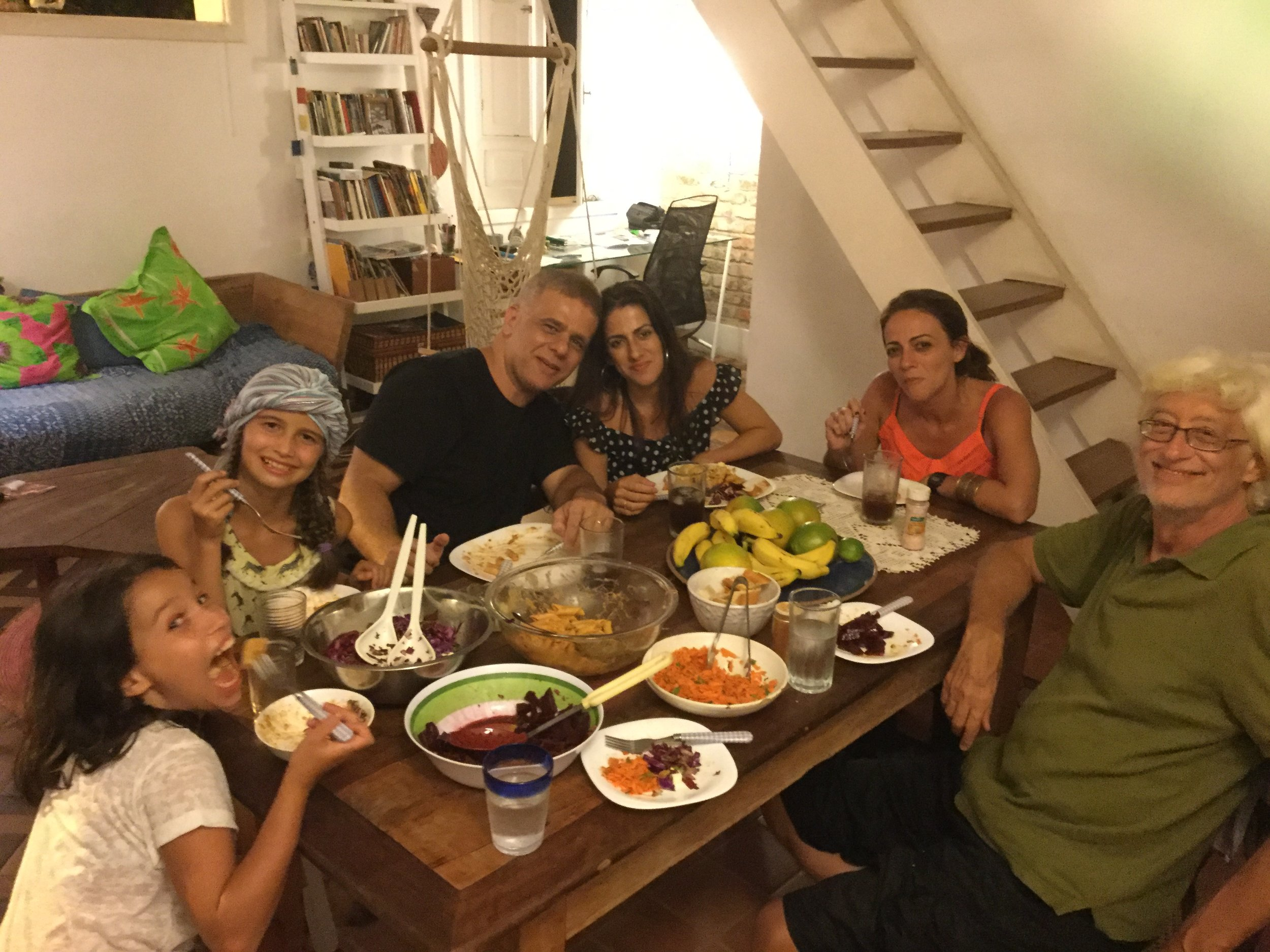 Isabela, Lili, TT, Lais, Laura and Dante. Lais (TT's wife) and Laura are sisters.