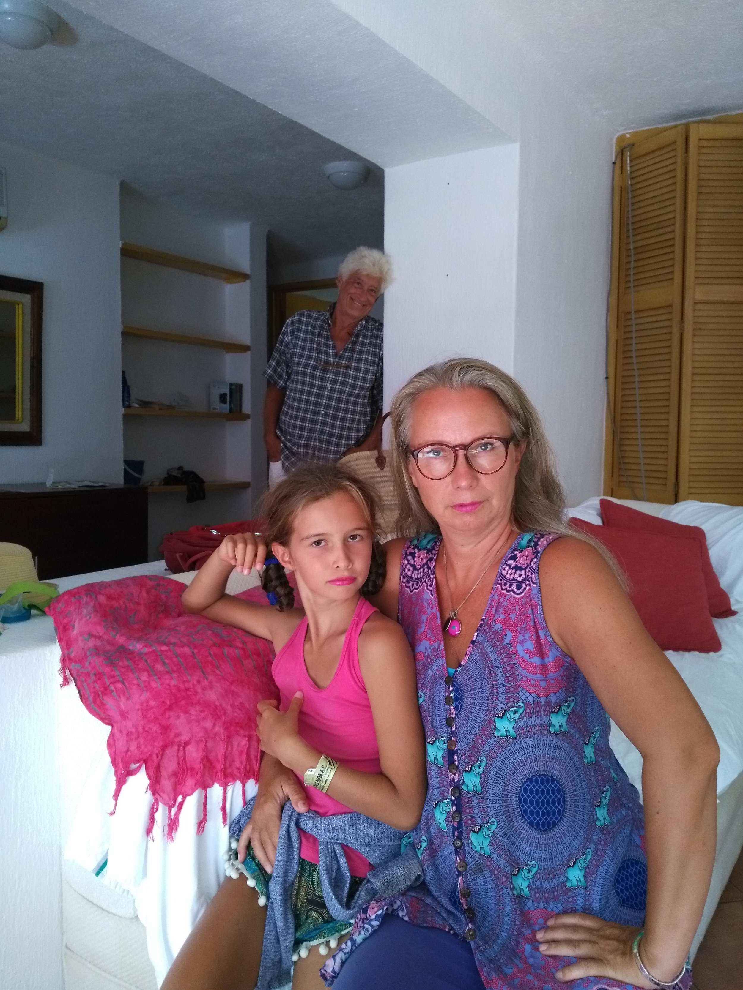 Getting ready to go out for Linda's last-night-in-Mexico dinner. You can see that both Lili and I have decided to accentuate our awesome tans with trendy and elegant pink lipstick.   (As an aside, my make-up department was rendered completely ineffective by the loss of my make-up bag somewhere on this trip. I think it was in Hong Kong but Dante thinks I left it in Vietnam. Who knows? Either way, the consequence was that I had no make up of any kind, at all, and that of course is a no go for any attractive, modern, globe trotting mother-daughter duo n'est-ce-pas? So, I invested a few baht into hot pink lipstick in Thailand and also picked up a mascara at the local Seven-11 in Khao Lak. And we were back on the tracks, so to say.)  For those who are wondering about our relatively solemn looks in this photo, you should know that Lili instructed me to look into the camera with a sullen 'femme fatale' air. She said she wanted this photo to be like 'real models'. Dante did not get the memo on time I think.