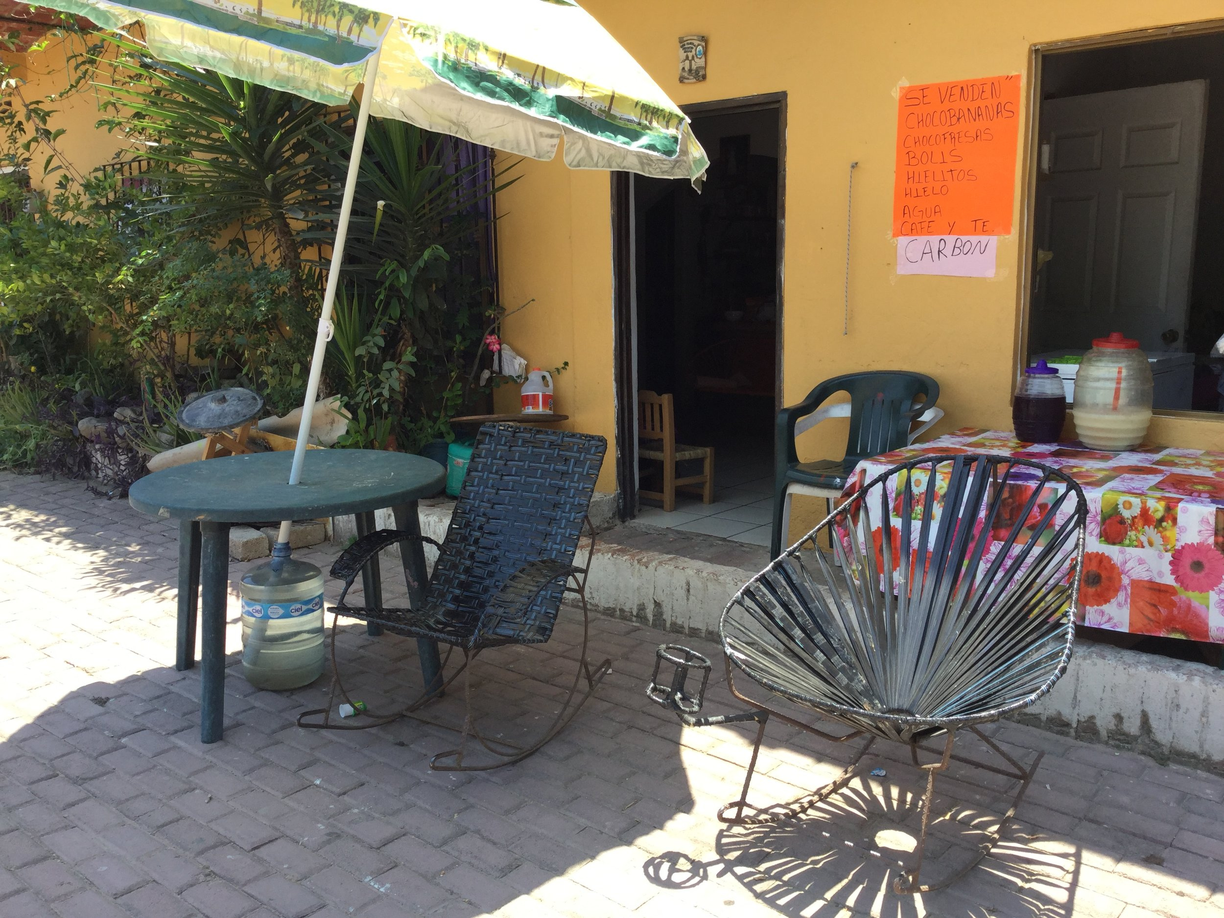 And here a couple of rocking chairs I spotted in San Pancho for the same purpose. Note the bottle holder!