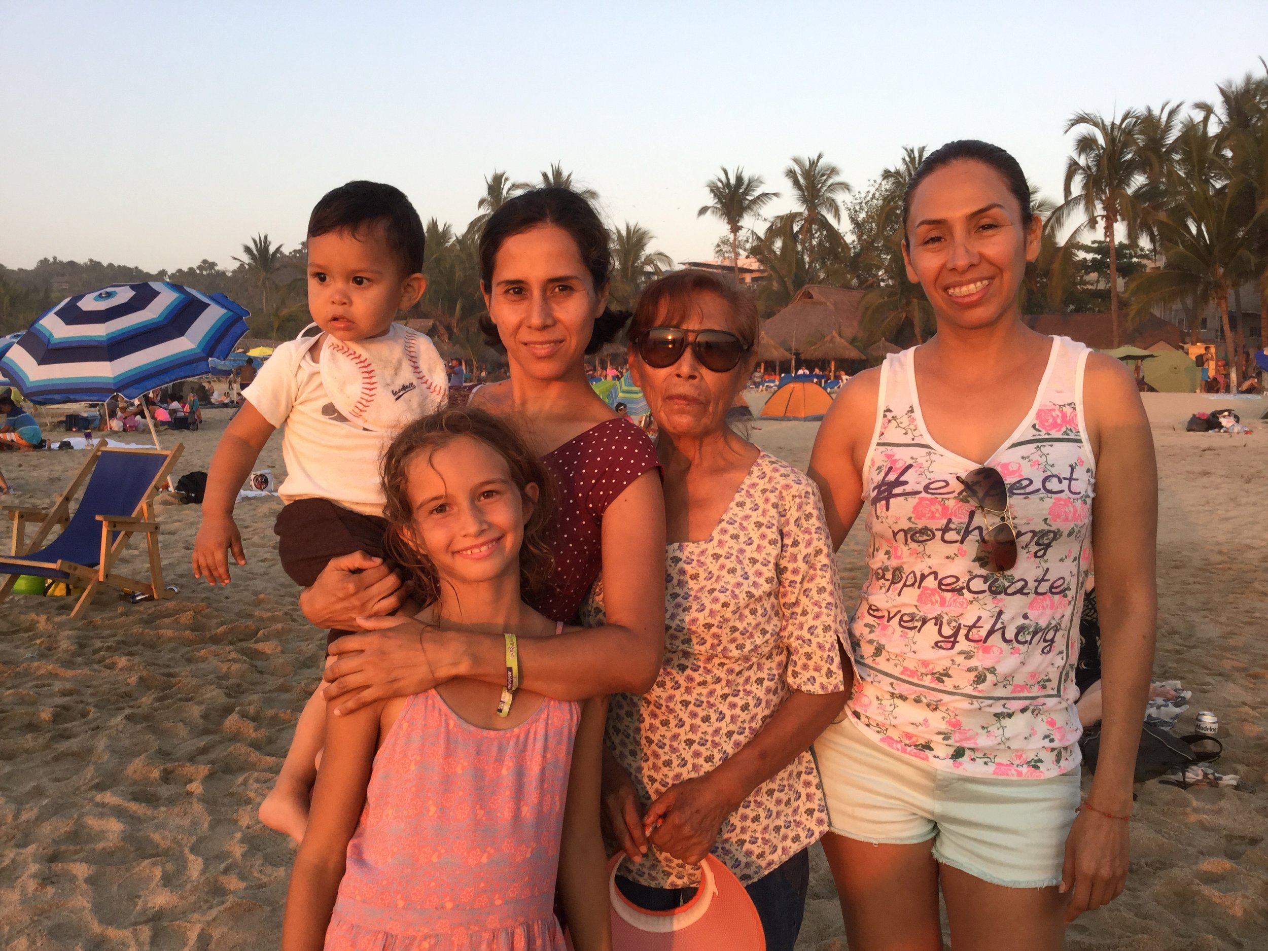 Jacob, Lili, Dr. Grethel, señora Lidia and Alfa.