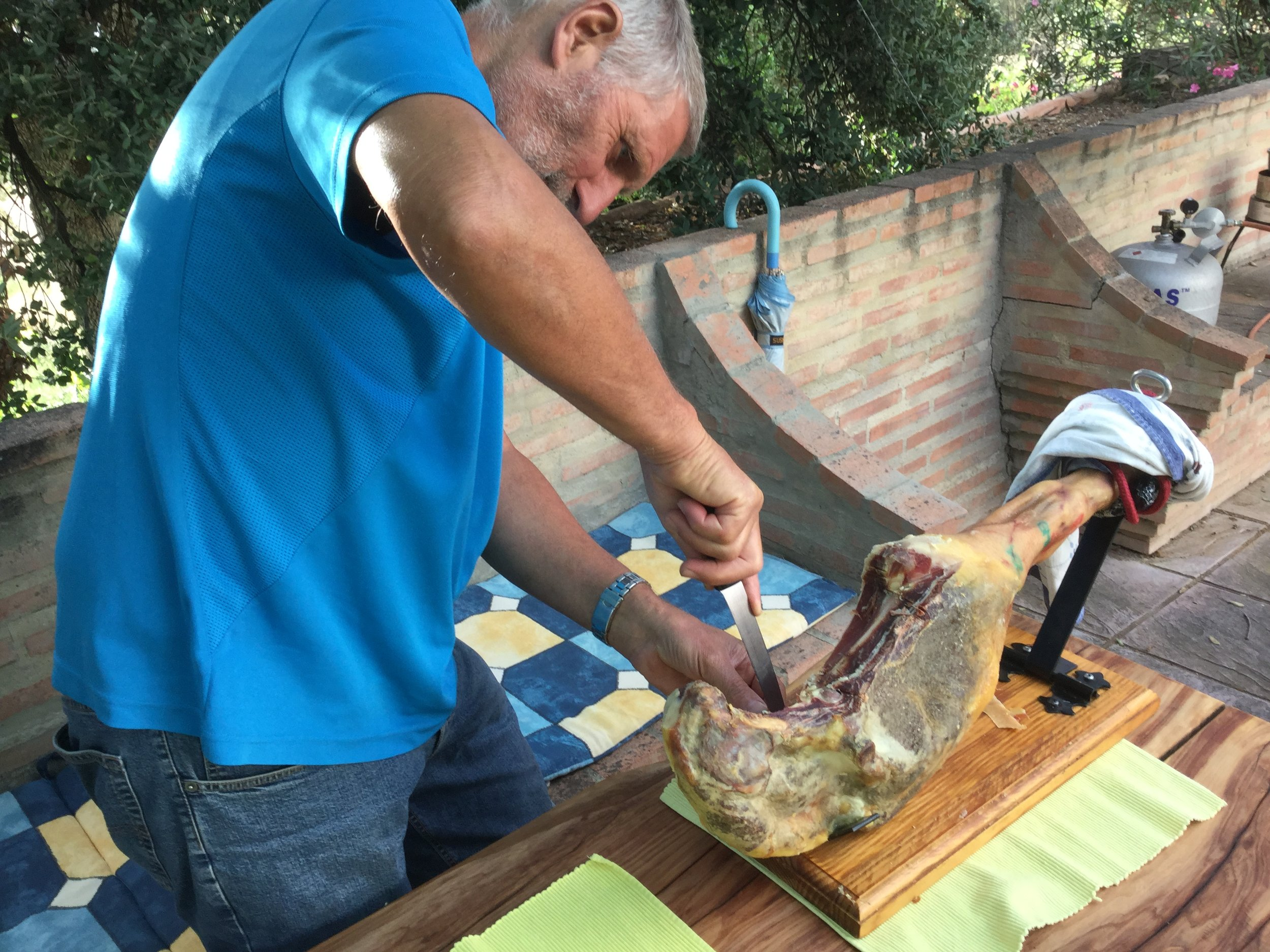 Here Alfred is showing his carving skills. Sandra won this ham at a local Horsemanship competition at a Romeria gathering. Note the special ham holder apparatus!