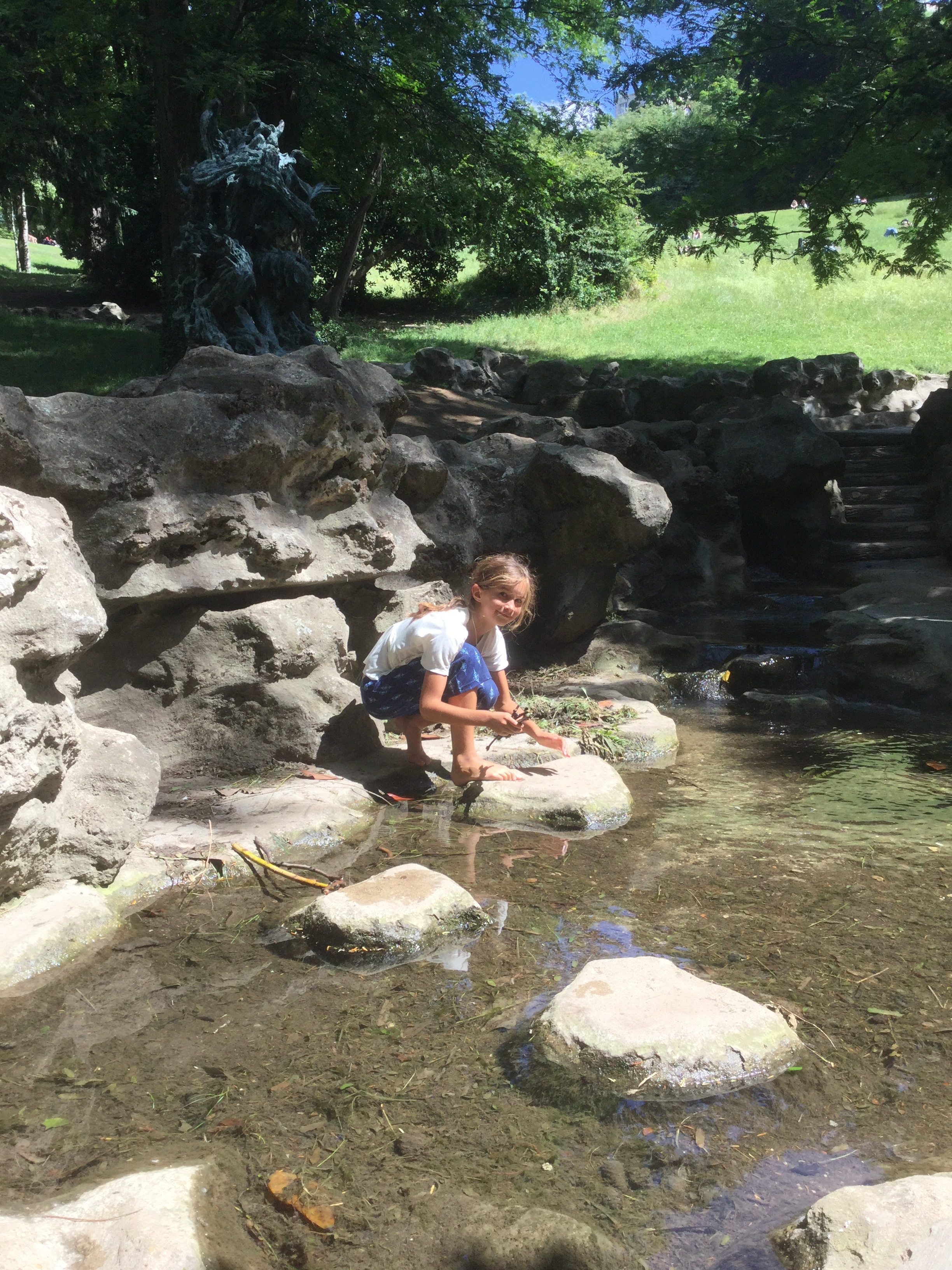 The park has waterfalls and little rivulets. This offers great spots for playing.