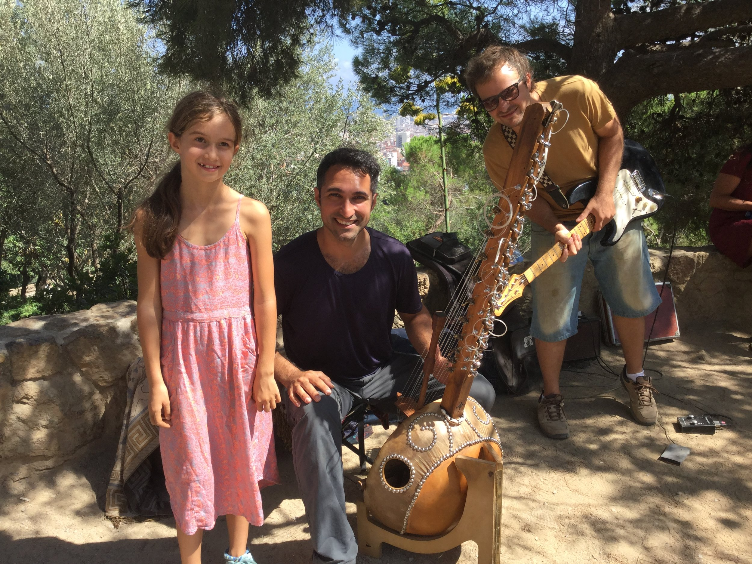 And we got a photo with Lili!    The soloist is called Yerko Lorca and the guitarist Roy Apartin. You can find out more about them on Facebook at Yerko Lorca Music and at www.yerko.info