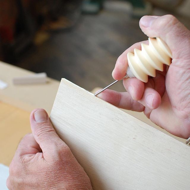 It's all in the pinky! Laying a bead of glue on the edge of the sawn hornbeam veneer. The little finger makes a convenient fence for the tip of the glue bottle. #oneofakind #sawnveneers #hornbeam #finefurniture