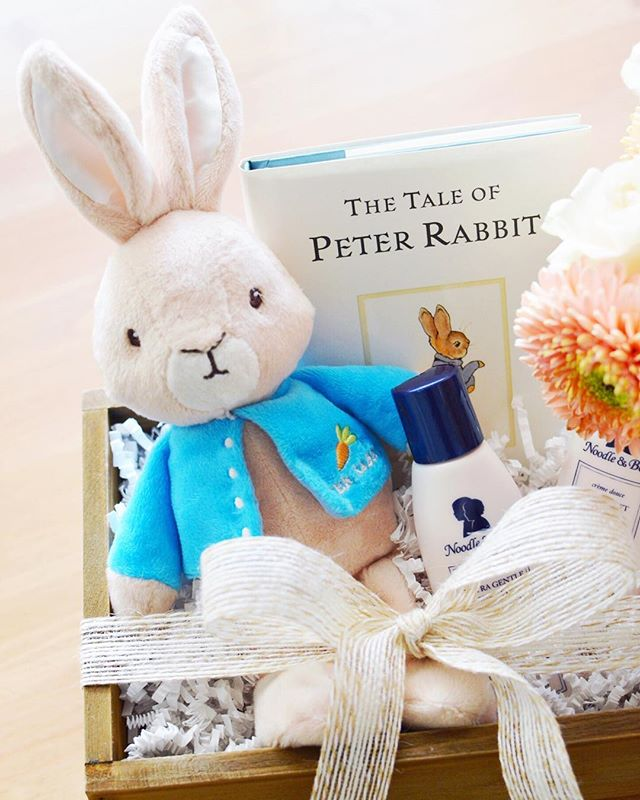 Moms-to-be love to be showered with love. 🐰 #loveandbisous #babyshower #peterrabbit #giftbox #giftdesign #curatedgifts #easteriscoming #smallbiz #fortlauderdale | 📷: @bisoubisoukim