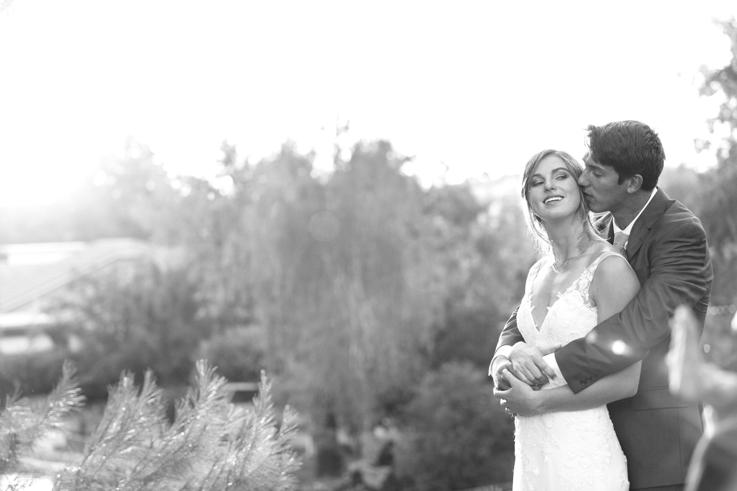 Riverside backyard Wedding photographer Leah Vis  (4).jpg