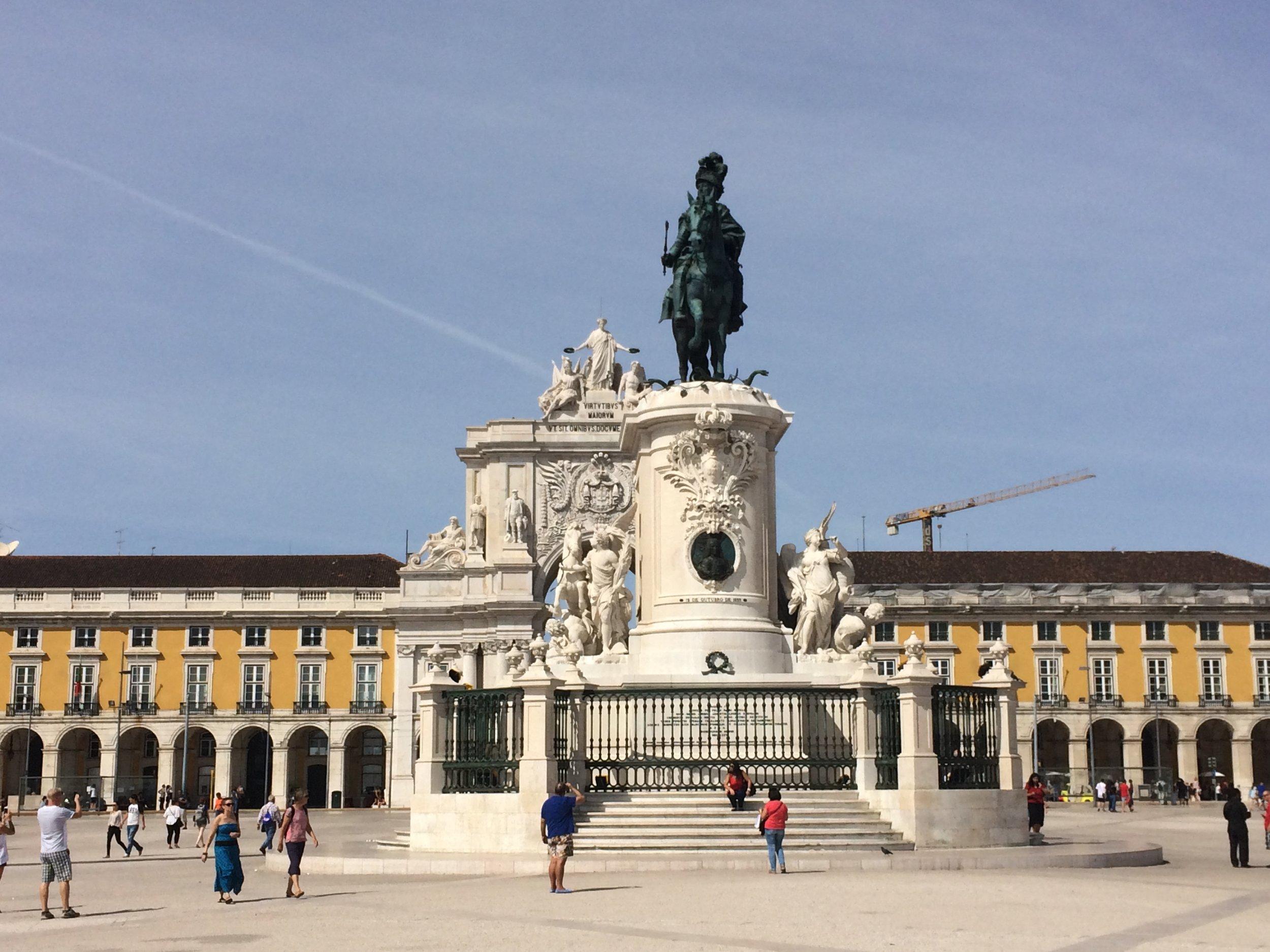 Piazza del Commercia and Rua Augusta Arch