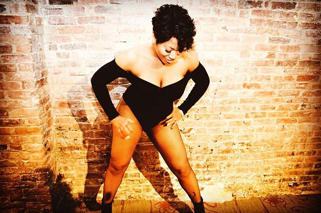 """I miss my short hair 😩🤤 ''tis all oh and """"BANG"""" is out every where 😝 wit my hype azz ! You can stream and download ere where boo 😋 link in bio ! okay back to my short hair😩  #singersongwriter #dancer #thickfit #amazonthick #newmusic #shorthair #music #entertainment #bookme"""