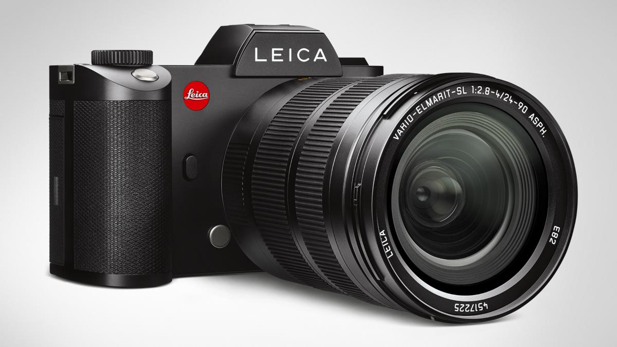 Leica SL with Vario-Elmarit 24-90/2.8-4.0 front view