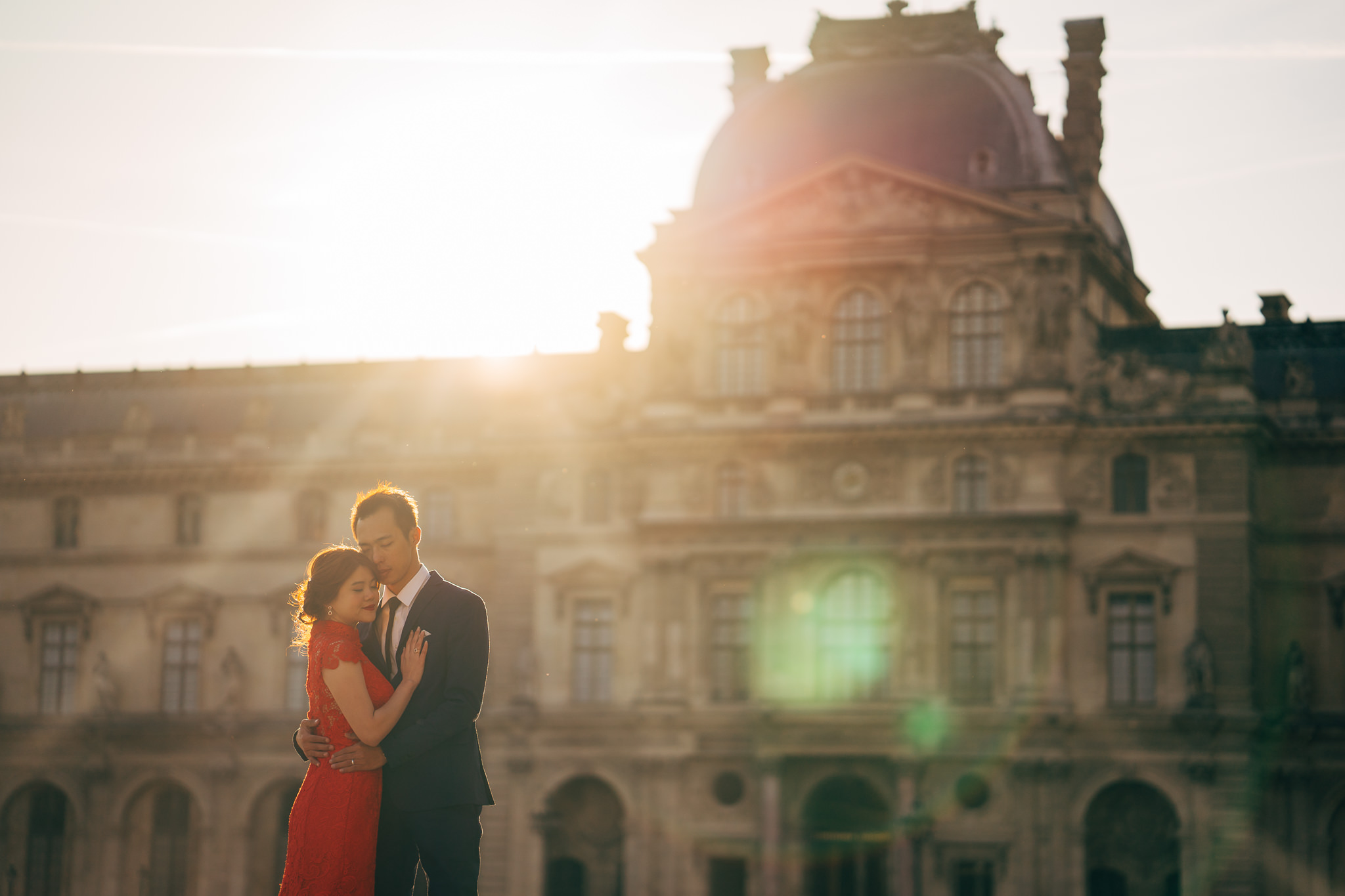 pre wedding photoshoot paris louvre