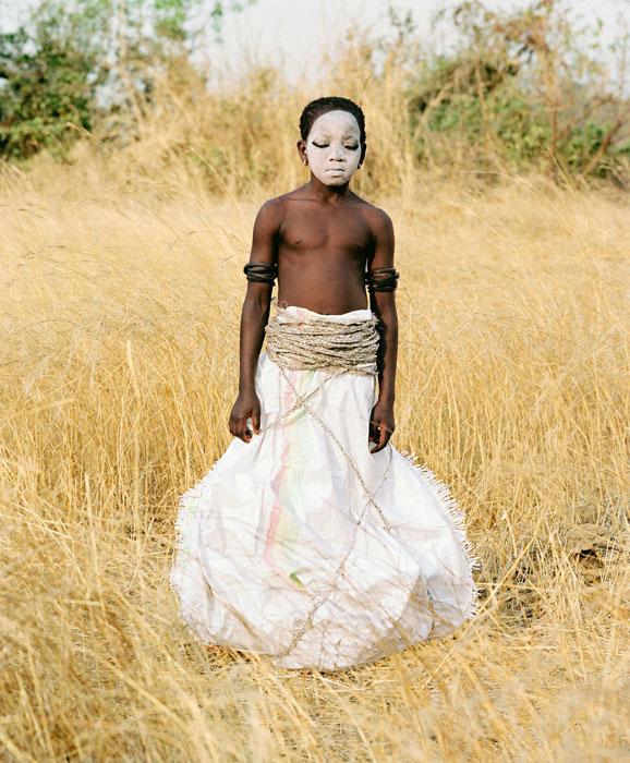Namsa Leuba, Statuette Punu, Ya Kala Ben, 2011, In Camera