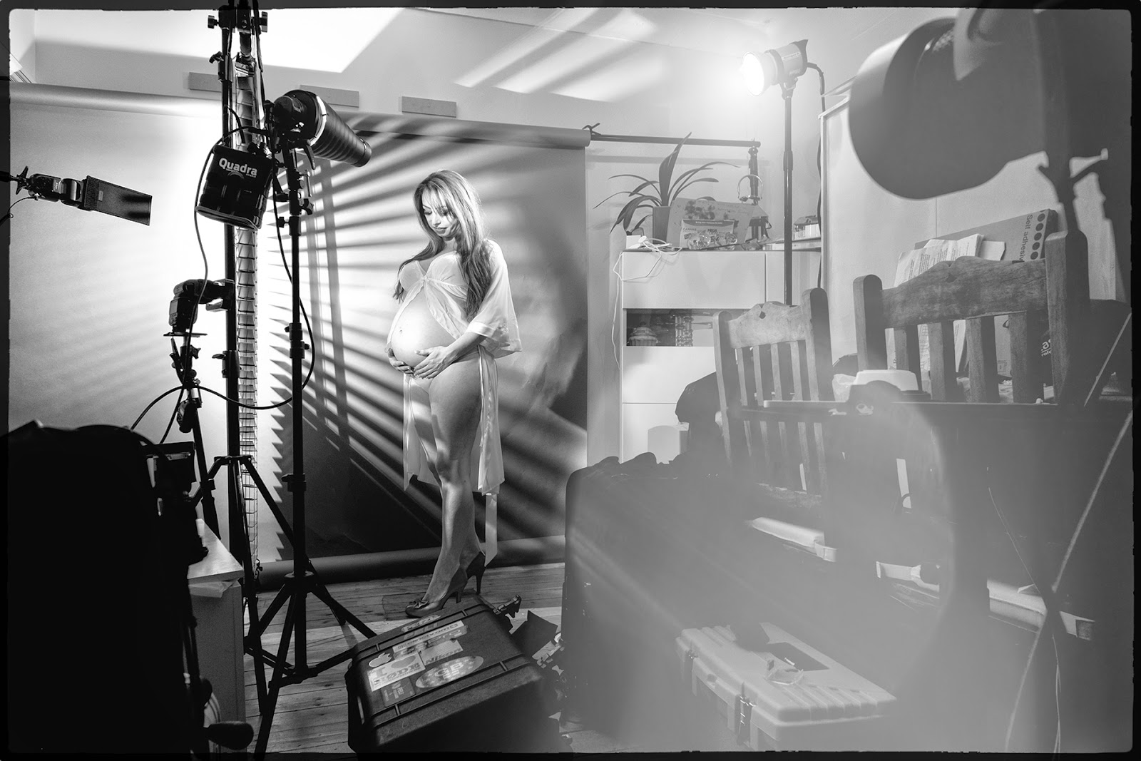 Maternity Pregnancy pregnantlighting strobes off camera flash professional lancashire photographer venetian blinds behind the scenes BTS set up