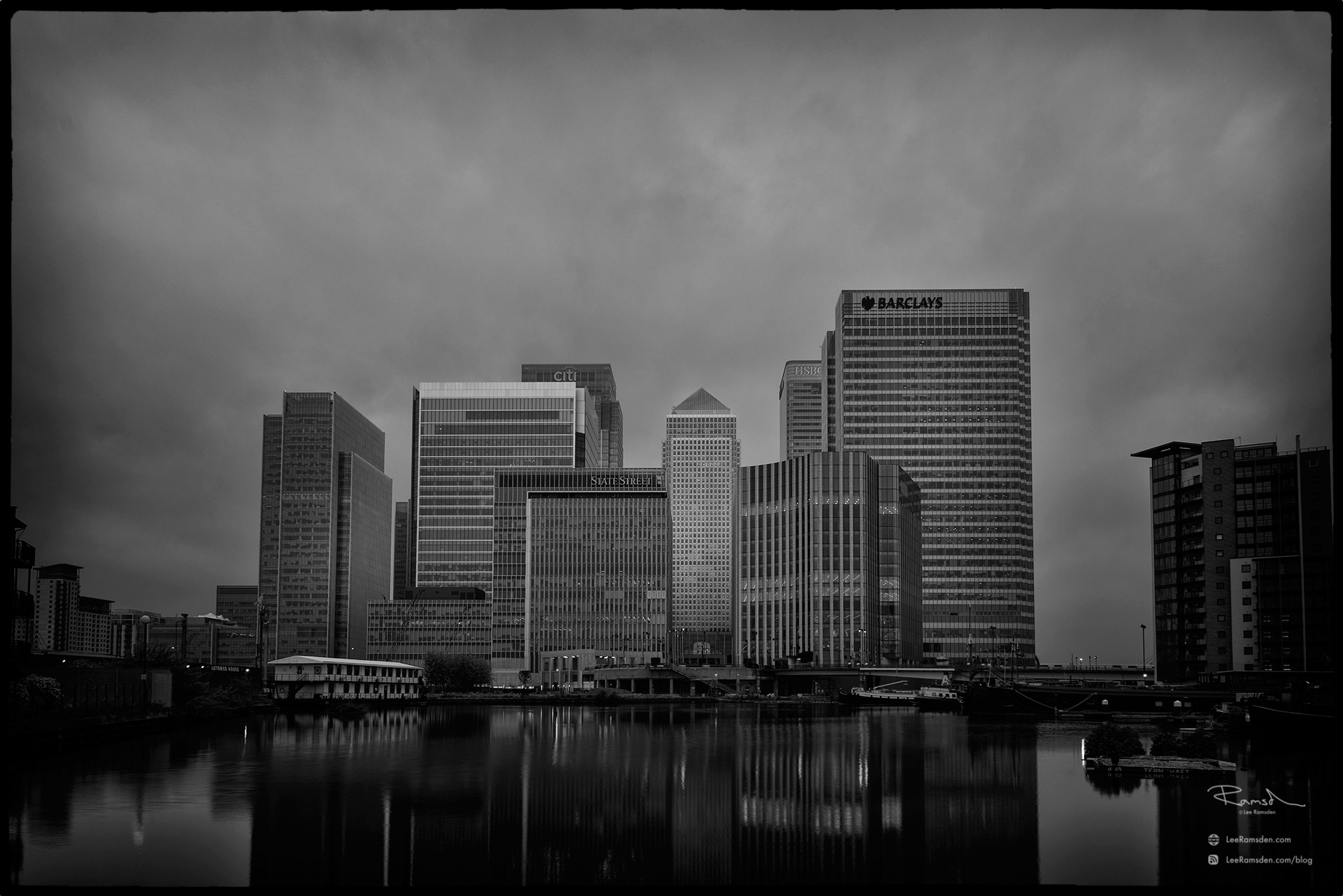"""<img src=""""Canary Wharf"""" alt=""""finanacial district HSBC Barclays office building river thames dock isle of dogs lee ramsden"""">"""