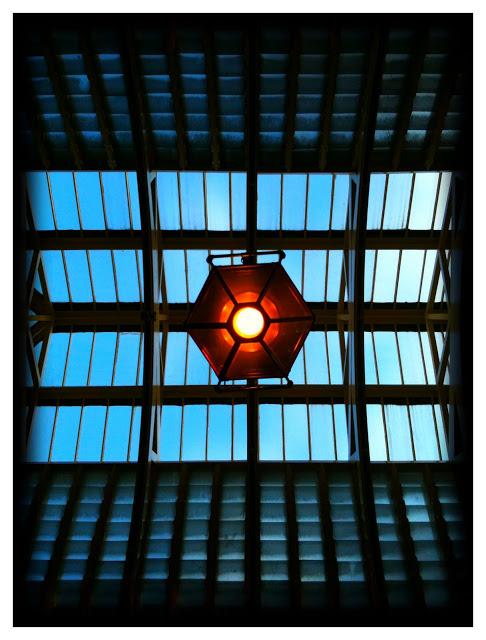 iPhone 3Gs ceiling light pattern art
