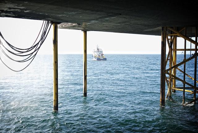 IRATA industrial rope access caspian sea supply boat