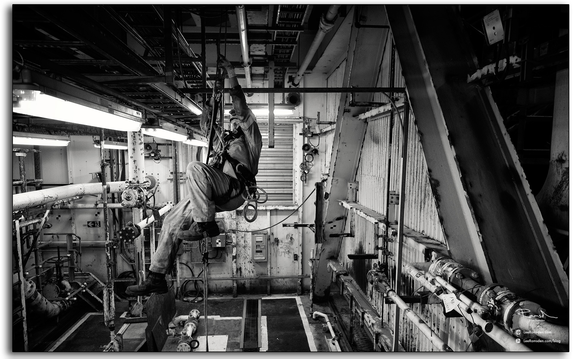 20 IRATA industrial rope access techniques being used to work at height safely