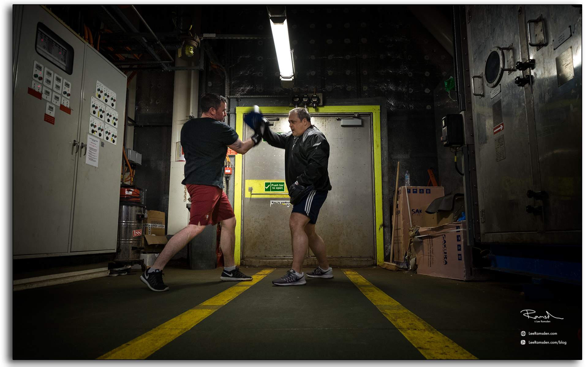 Boxing, Wayne Muirhead, Simon Scott, BP, Petrofac, offshore, fittness, sports, photo taken by, Lee Ramsden.