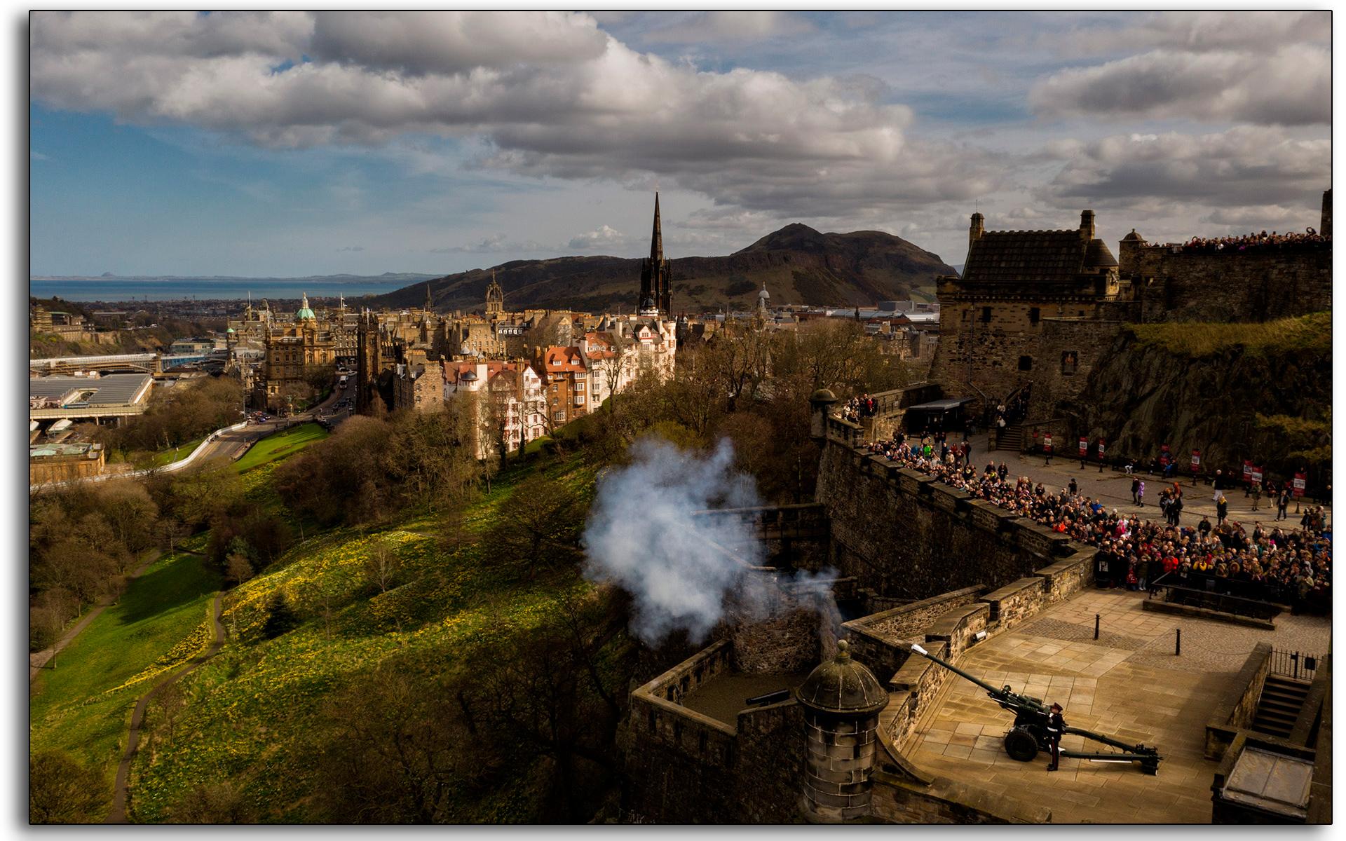 Edinburgh Castle, one o'clock, gun, artillary, royal, millitary, 1pm, cannon, live fire, firing, time keeping, lee ramsden.jpg