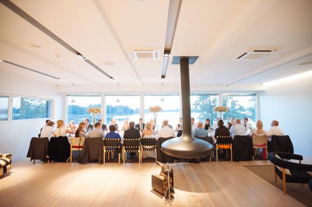 VillaKataya kokoustila meren äärellä dinner.jpg