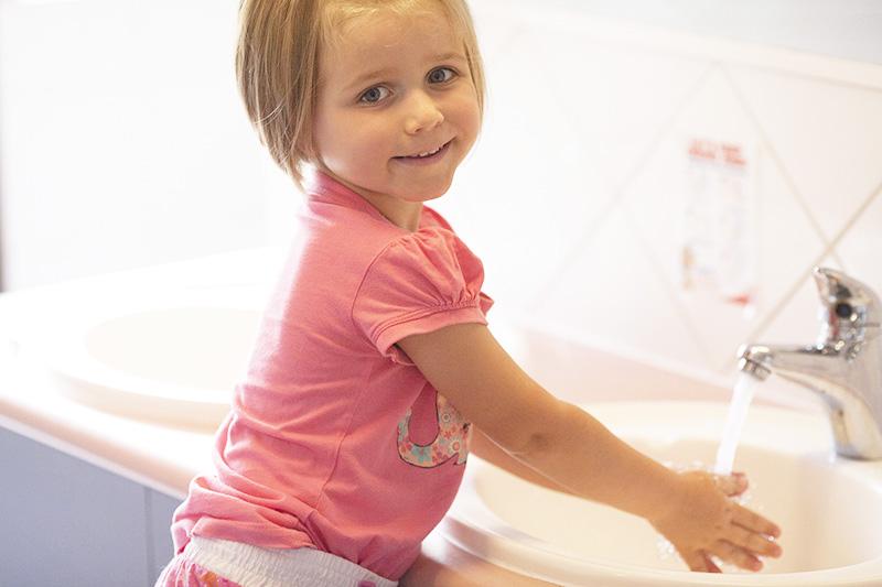Handwashing Zoe Cute Pic1087-366.jpg