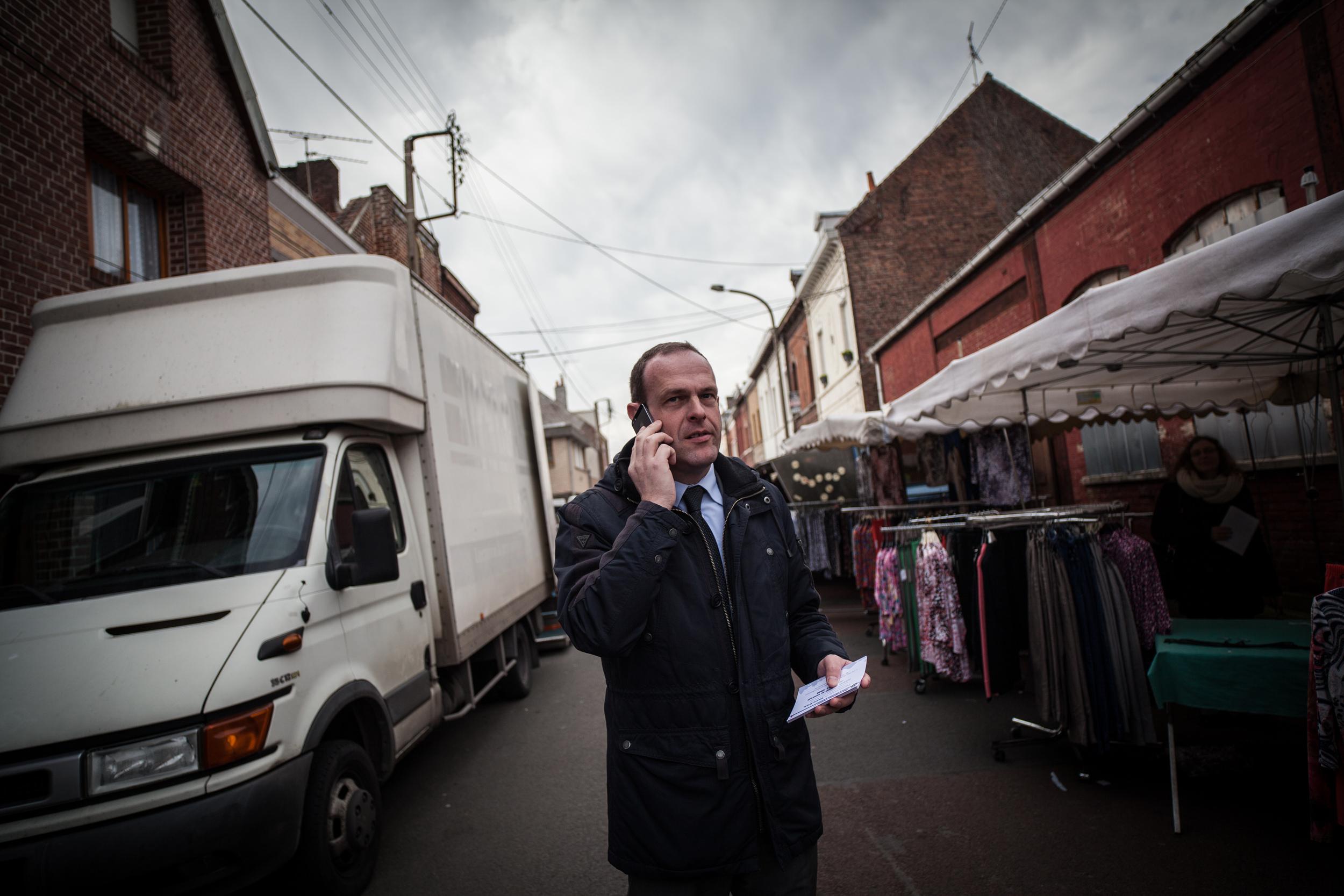 Reportage sur les élections municipales 2014 à Hénin-Beaumont. Steeve Briois est alors candidat FN. Il sera élu dès le premier tour.  Publié dans Croix du Nord.