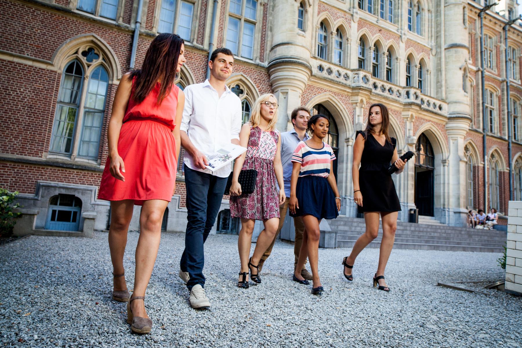 Shooting réalisé en juillet 2015 pour le compte de la communication de la Faculté Libre des sciences Humaines, au sein de la Catho de Lille.