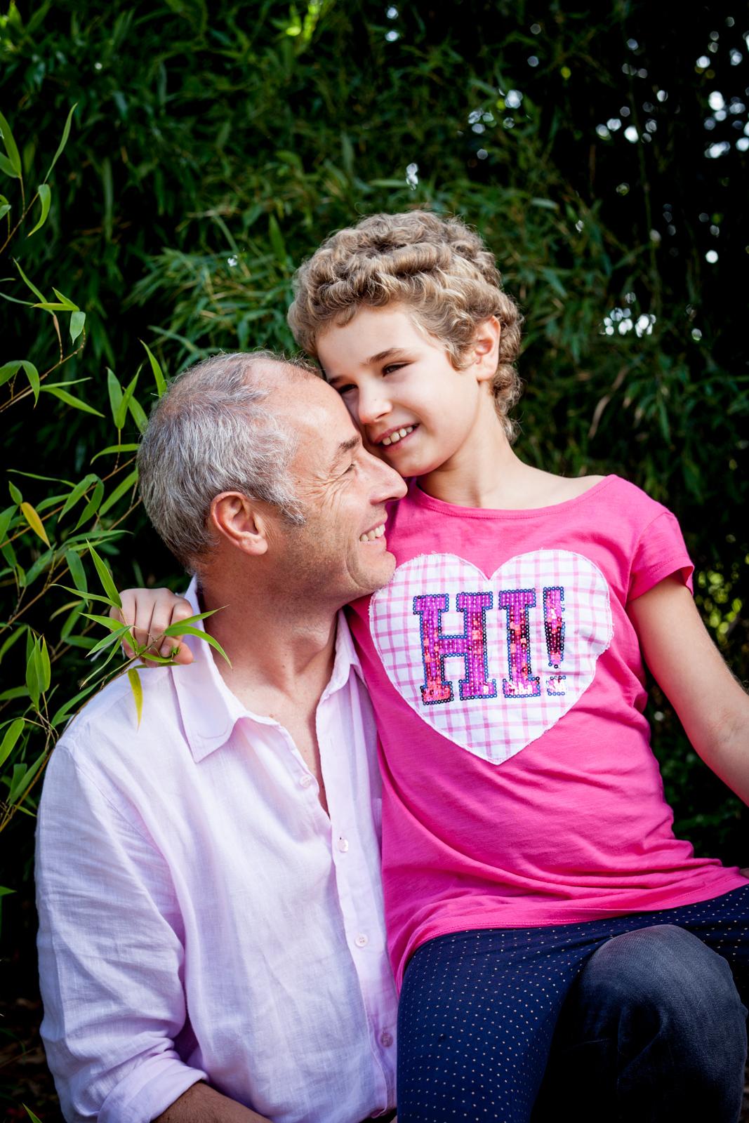 Florent Navez est journaliste à France 3 Nord. Il y a deux ans, sa fille Calliste est tombée gravement malade. Les collègues de Florent se sont cotisés pour lui faire don de leurs RTT, afin qu'il la soutienne lors des chimio-thérapies. Aujourd'hui elle est en rémission, et ils sont heureux. Publié dans le magazine La Vie