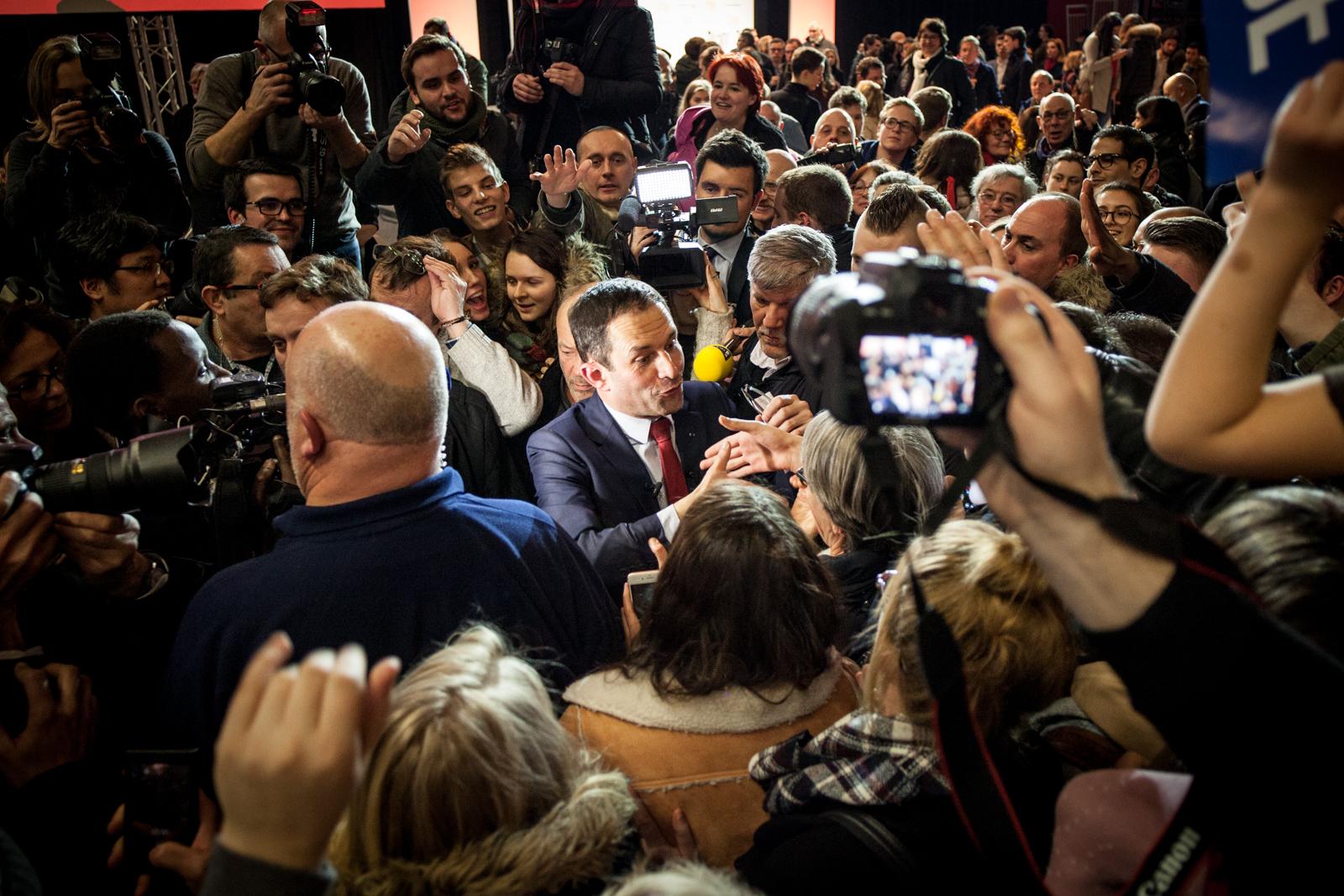 Benoit Hamon, vainqueur de la primaire du PS, à la fin de son dernier meeting de campagne, en janvier 2017, à Lille.