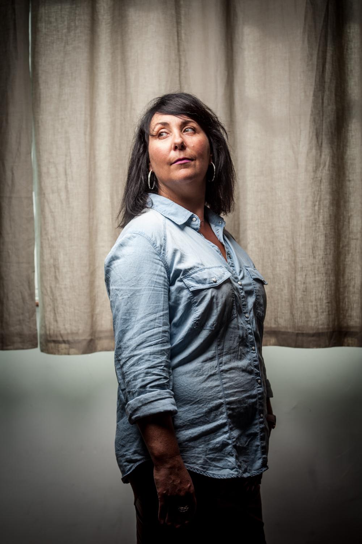 """Caroline Montois, auteur du livre """"Hannah, née sous X, la terre qui m'était promise"""".  Portrait réalisé pour le magazine La Vie - juillet 2017"""