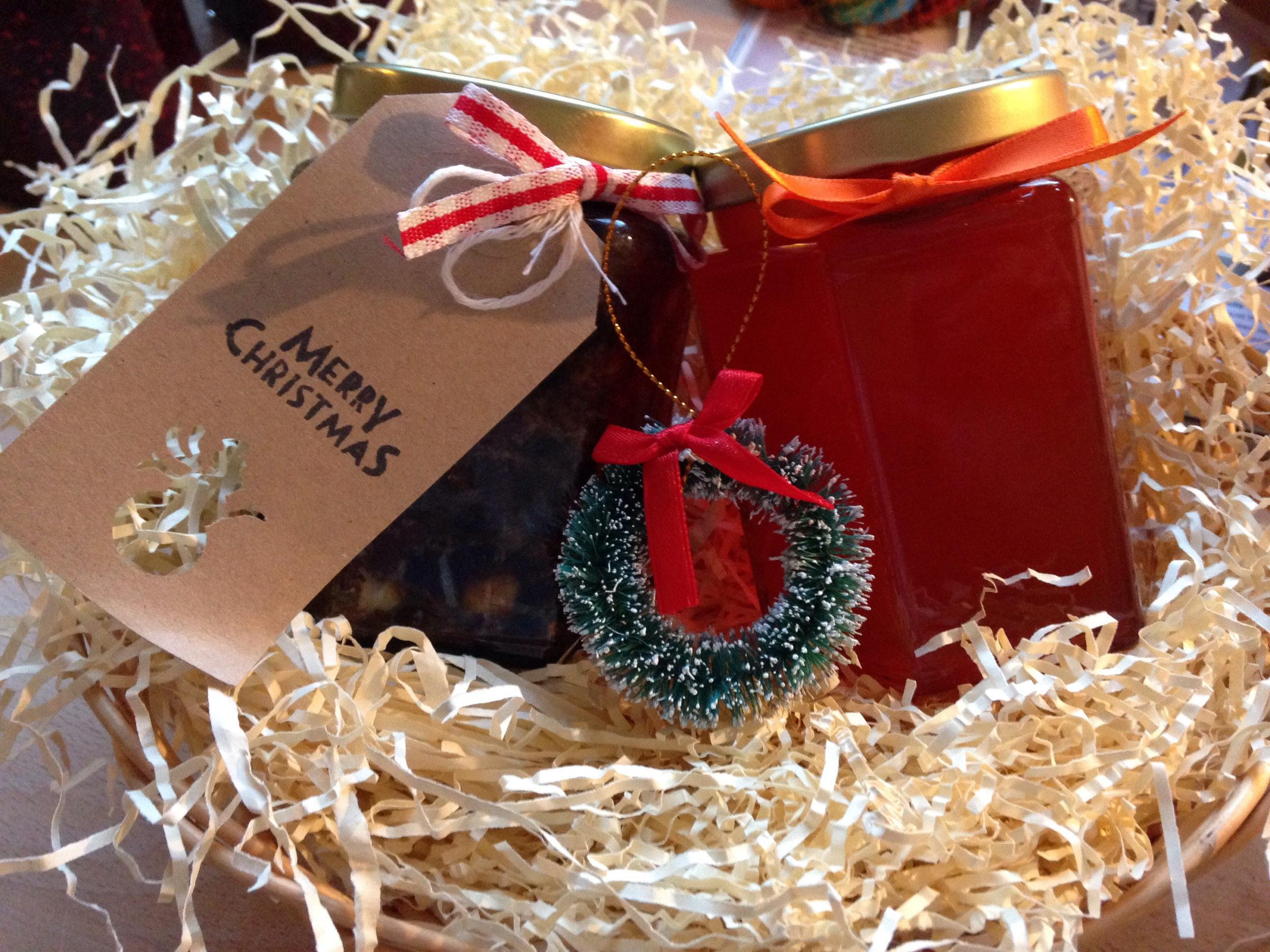 A couple of jars with some packing & a Christmas decoration makes a lovely hamper.
