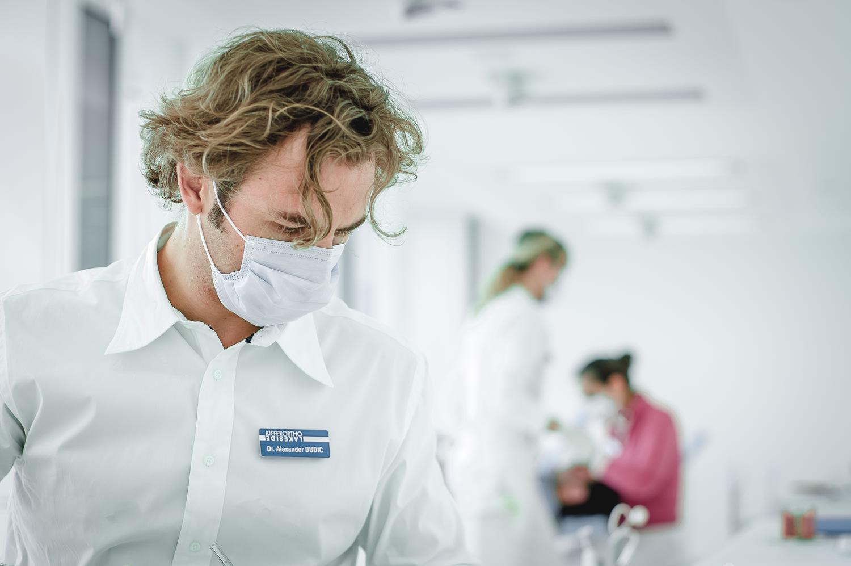 Orthodontics-Lakeside-Kieferortho-Waedenswil-Zurich-Braces-Invisalign-Lingual-Dental-Office-Dr-Med-Dentist-English-Treatment-4.jpg