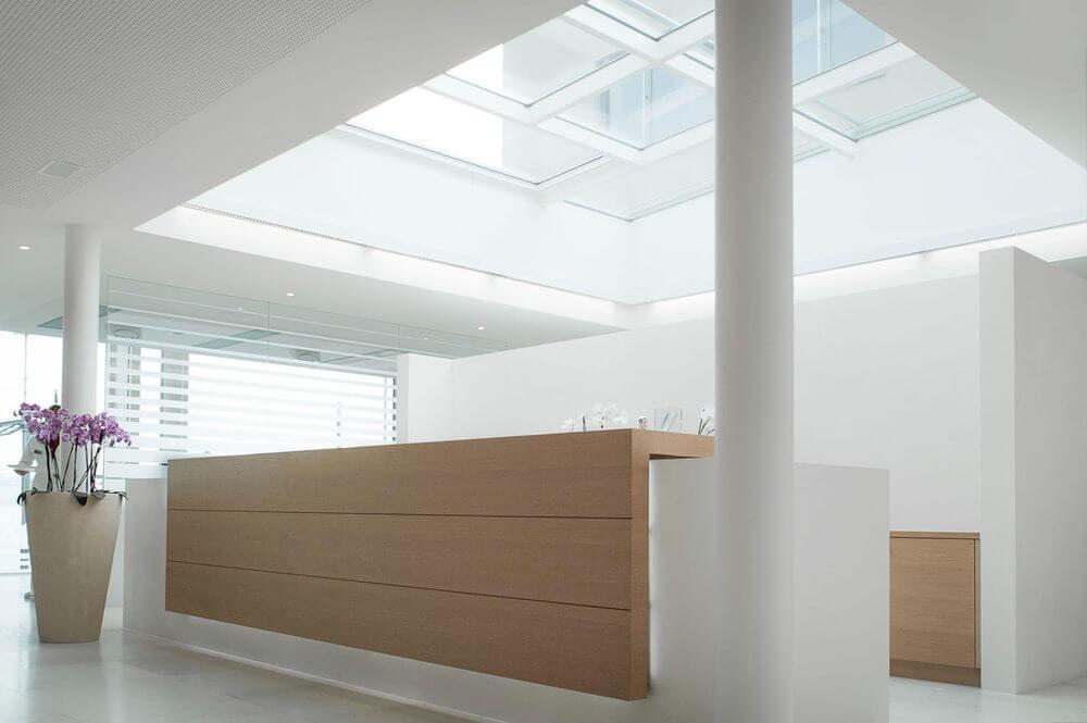 Moderne Architektur bei LAKESIDE KIEFERORTHO am Zürichsee in Wädenswil